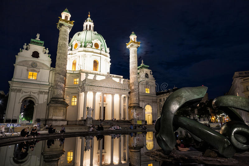 Karlskirche kościół w Wiedeń przy nocą obrazy royalty free