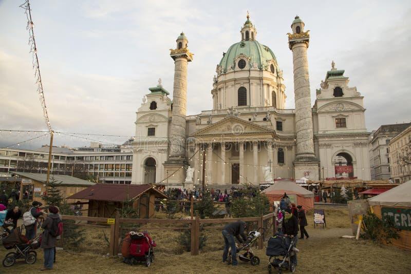 Karlskirche och julmarknad royaltyfria bilder