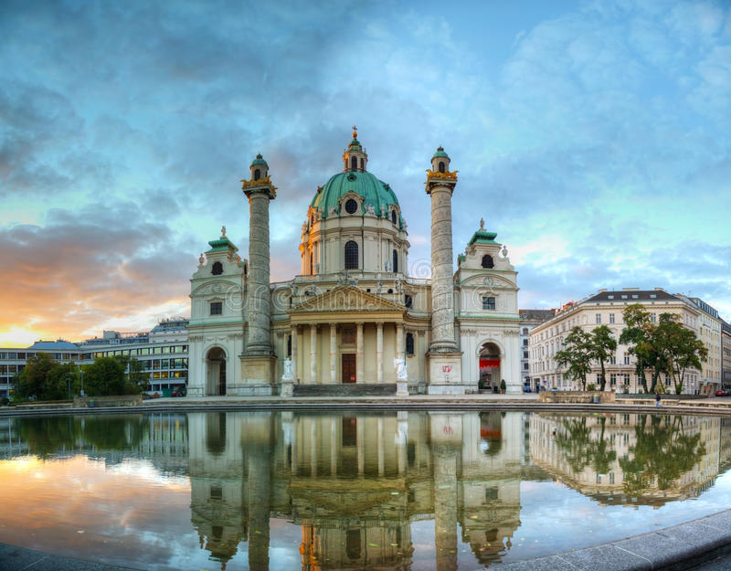Karlskirche in Wenen, Oostenrijk stock foto's