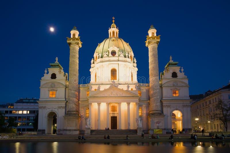 Karlskirkhe kościół na Kwiecień nocy vienna obraz stock