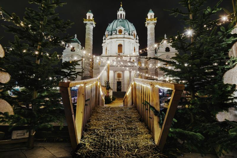 Karlsplatz Advent Christmas Market alla notte immagini stock libere da diritti