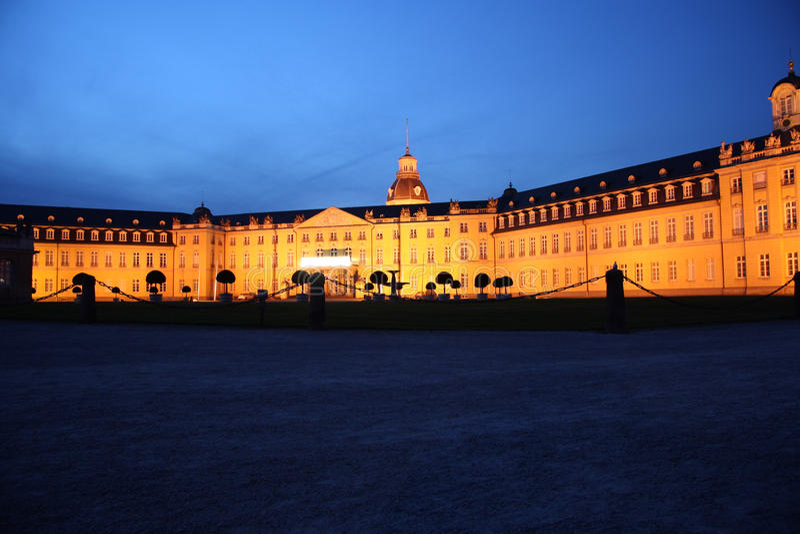 Karlsruhe pałac przy nocą zdjęcie royalty free