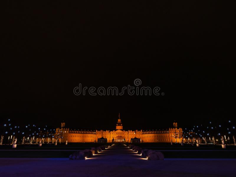 Karlsruhe pałac w bożonarodzeniowych światłach zdjęcia royalty free
