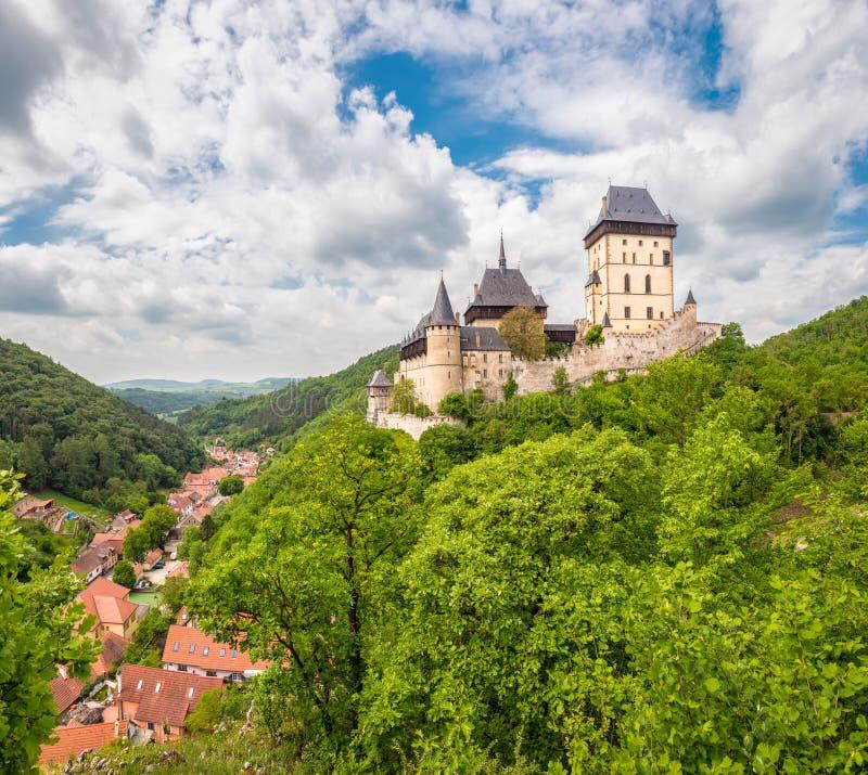Karlstein城堡全景  库存图片