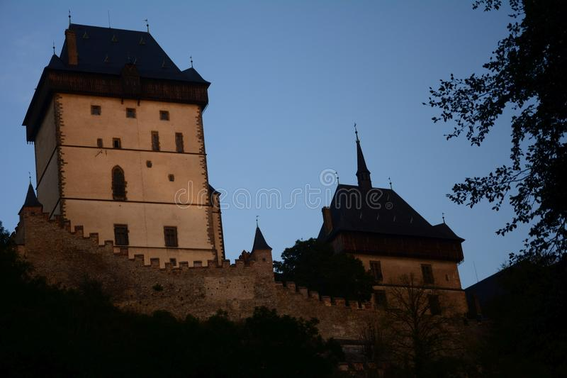 Karlstejn-Schloss, CZ, EU lizenzfreie stockfotografie