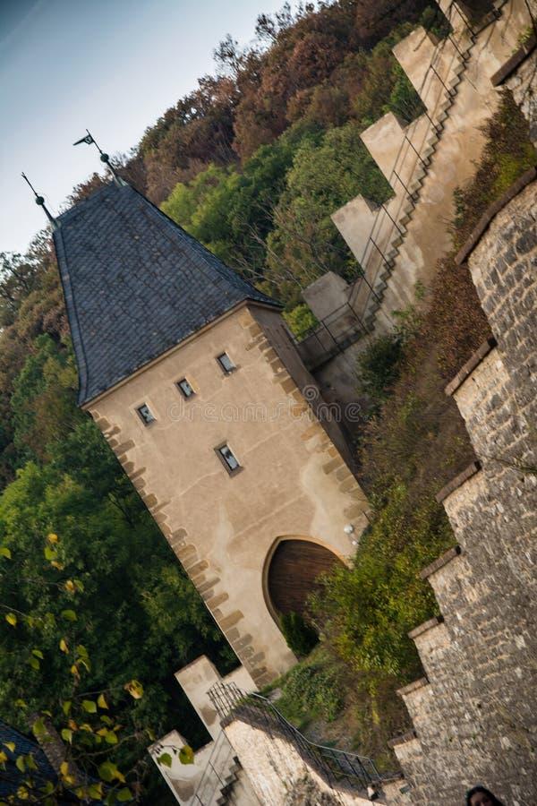 Karlstejn-Schloss, CZ, EU stockfoto