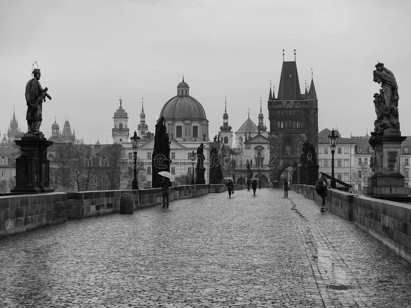 Karluv het meest de Charles-brug vroeg in de ochtend royalty-vrije stock foto's