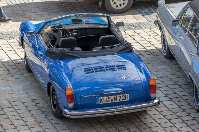 Karmann Ghia - convertible desportivo clássico dos anos 70 fotografia de stock royalty free