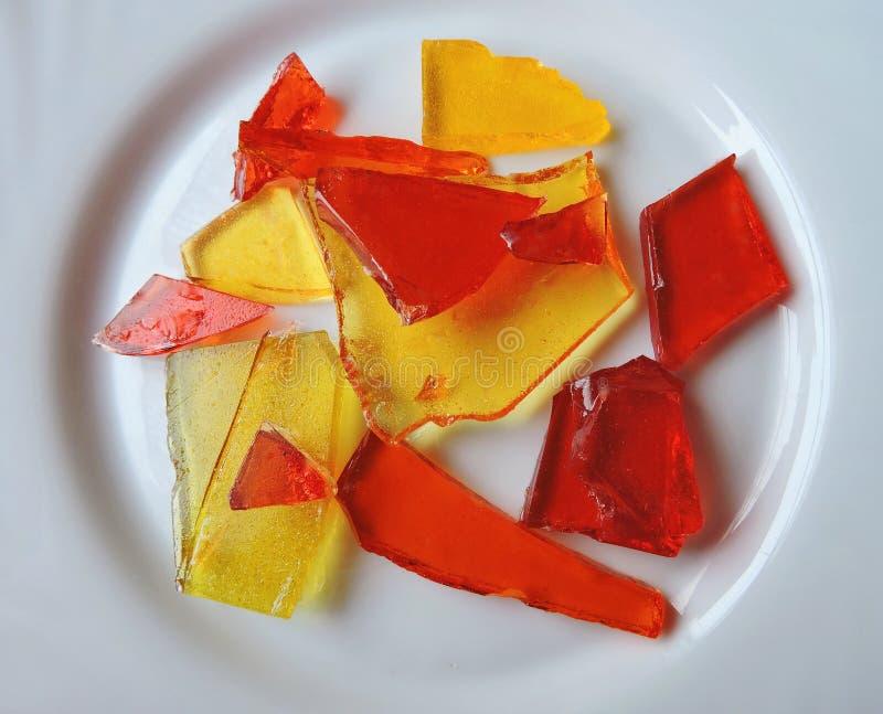 Karmel cukierki w talerzu zdjęcia royalty free