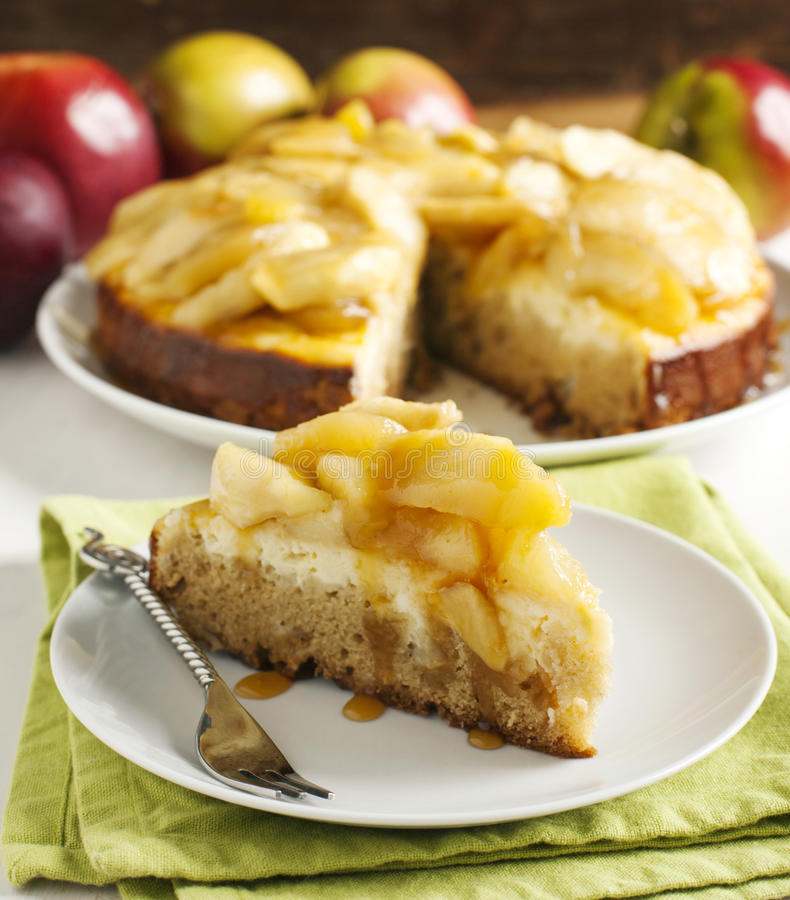 Karmelu jabłka cheesecake kulebiak zdjęcia stock