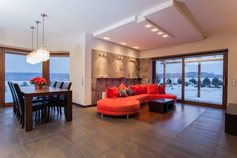 Karminrotes Haus - Wohnzimmer stockbild