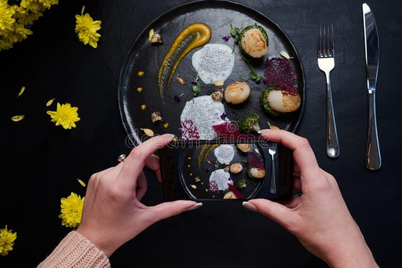 Karmowego blogger cząsteczkowy kuchenny nadzwyczajny zdjęcie stock