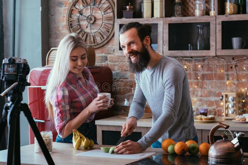 Karmowego vlog odżywiania smoothie przepisu zdrowa para obraz stock
