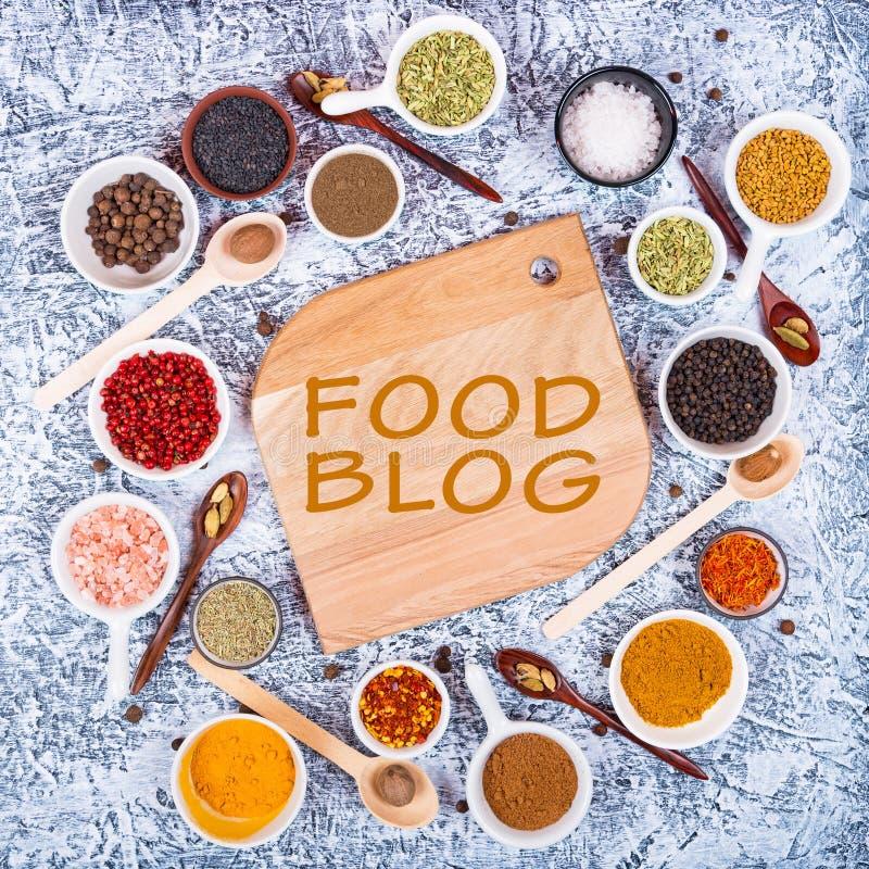 Karmowy blogu pojęcie Rozmaitość pikantność i ziele dla kulinarnego mięsa, ryba, kurczak fotografia stock