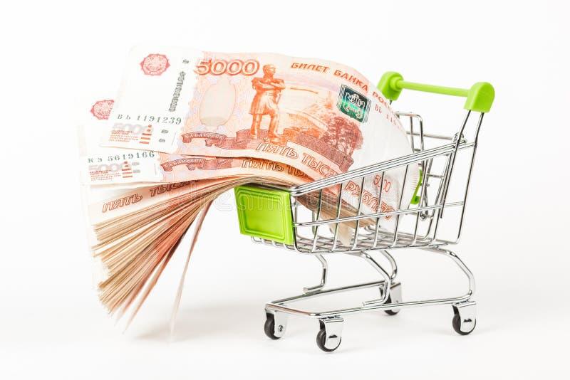Karmowy tramwaj rosjanina 5000 banknoty, pełno na białym backgro zdjęcia stock