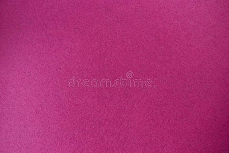 Karmozijnrood, roze gevoelde textuurachtergrond de geweven geïsoleerde stof stock afbeelding