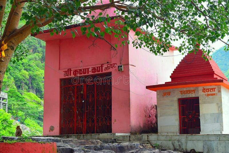 Karna tempel på Karnaprayag, Uttarakhand, Indien arkivbild