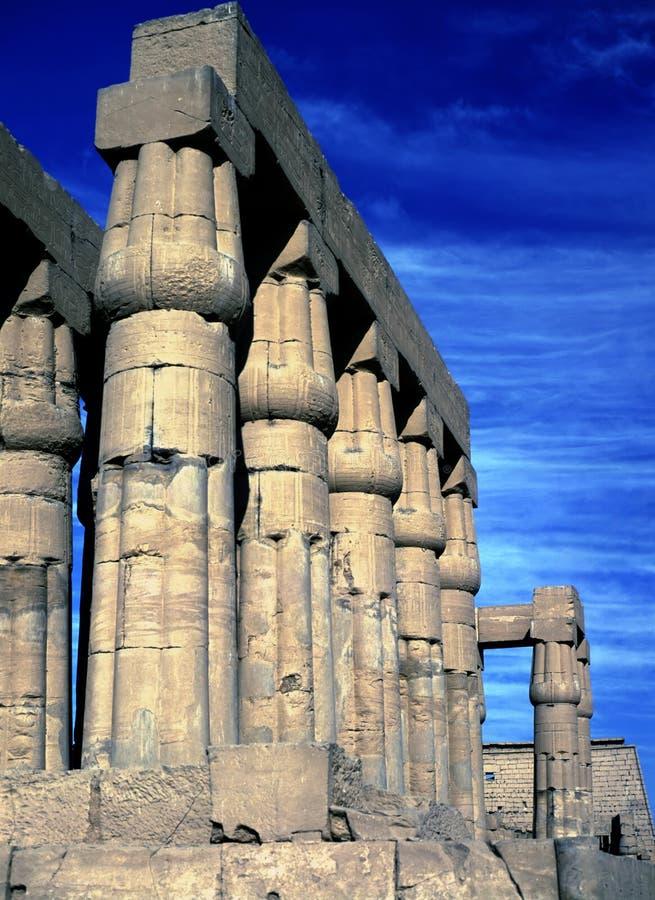 Karnak tempel, kolonnad royaltyfria foton