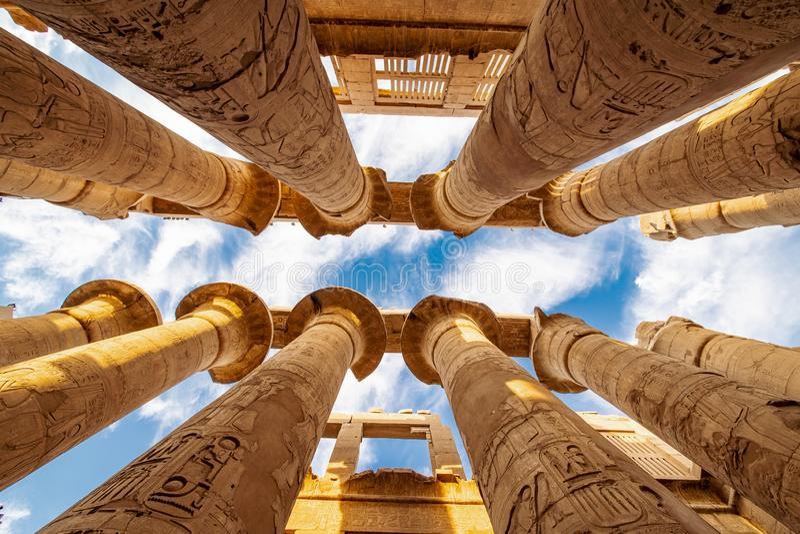 Karnaktempel de tweede - de meesten bezochten toeristische attractie in Egypte na de Grote Piramides stock fotografie