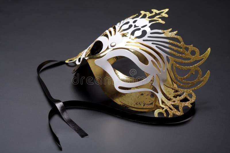 karnawałowa złota maska fotografia stock