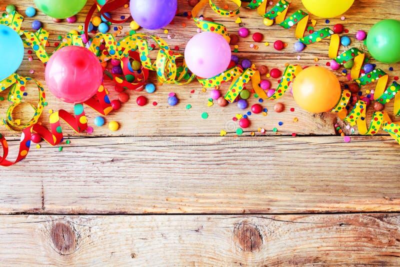 Karnawałowi lub urodzinowi balony tła i przyjęcia zdjęcie stock
