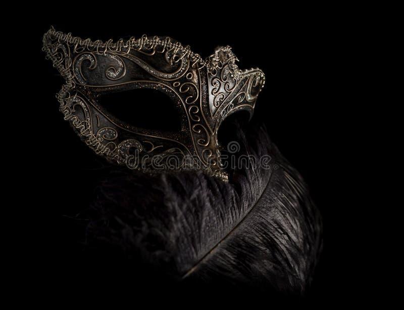 karnawałowy enigmatyczny piórko odizolowywająca maska obrazy stock