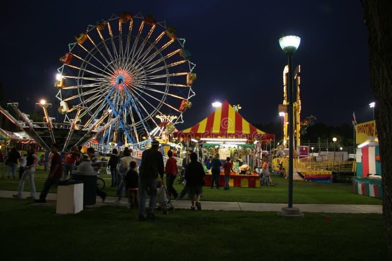 Karneval nachts lizenzfreie stockfotografie
