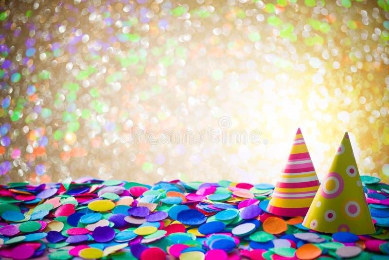 Karnevalbakgrund med konfettier fotografering för bildbyråer
