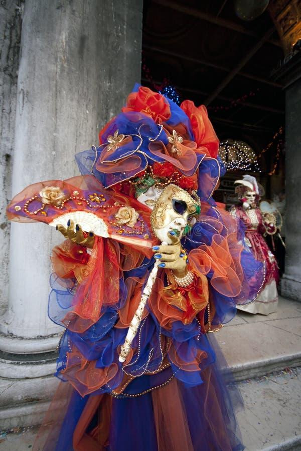 karnevaldräkt italy venice arkivbild