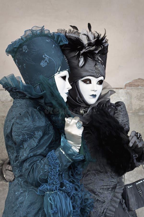 karnevalet 2011 kostymerade två venice kvinnor royaltyfri foto