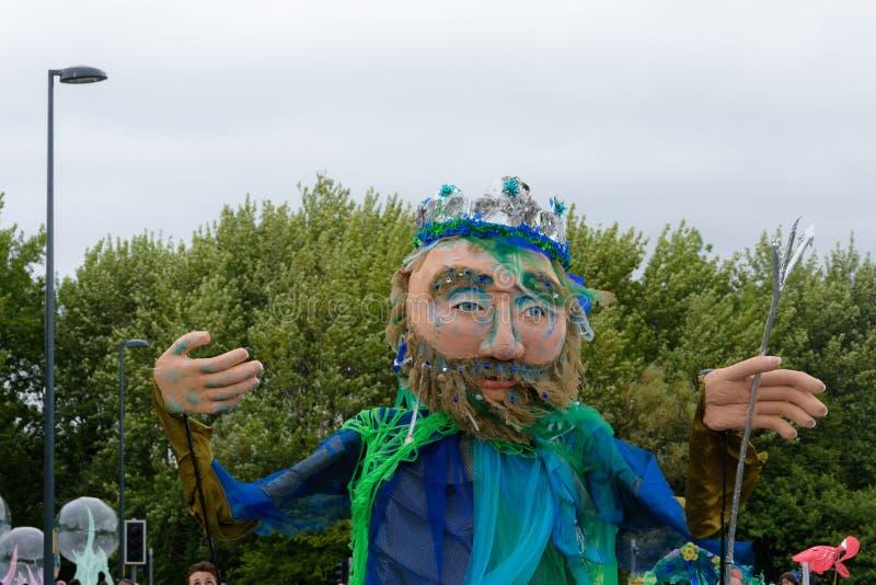 Karnevalet av jättefestivalen ståtar i Telford Shropshire arkivfoto