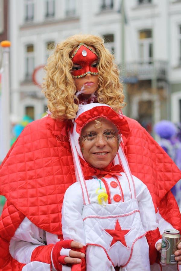 Karnevalgataaktörer i Maastricht arkivbild