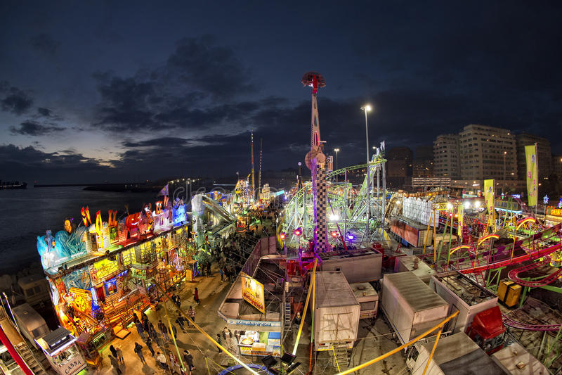 KarnevalLuna Park för rolig mässa panorama- hjul royaltyfria foton