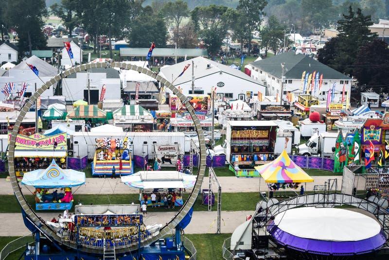 Karnevals-Fahrten und Anziehungskräfte von oben lizenzfreie stockfotos