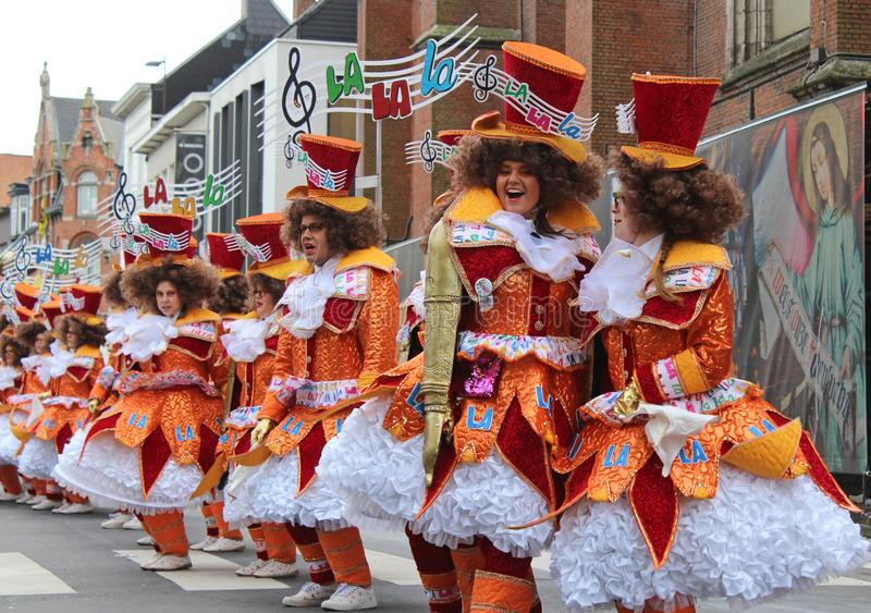 Karnevals-tanzender Spaß Aalst, Belgien stockbild