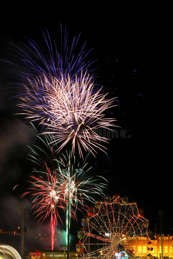 Karnevalsfeuerwerke lizenzfreies stockbild