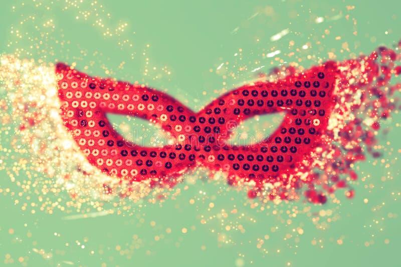 Karnevalsmaske mit glänzendem schönem bokeh lizenzfreies stockbild