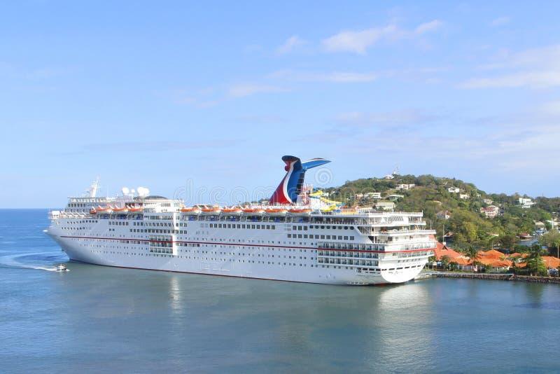Karnevaltjusning - för kryssningskepp för karibisk ö semester arkivbilder