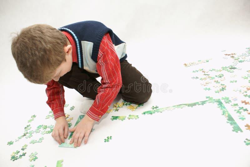 Karol mit Puzzlespiel stockfoto