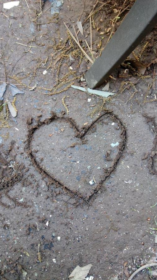 KaRon& x27; dibujo del corazón del palillo del fango de s imagenes de archivo