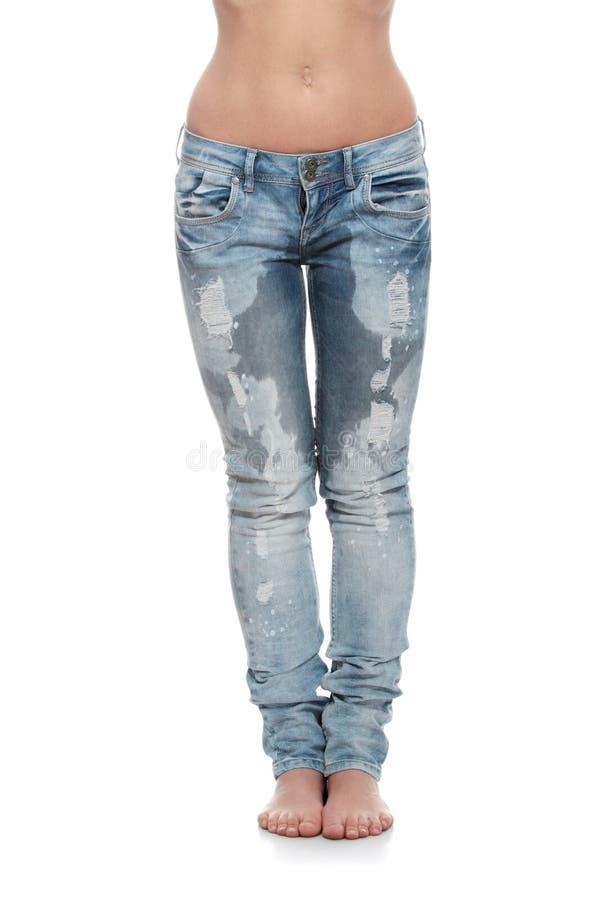 Karosserie der jungen Frau in den Jeans lizenzfreies stockbild