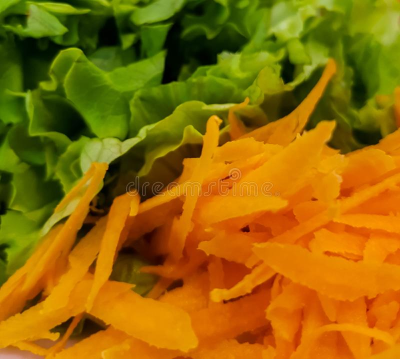 Karotte und Kopfsalat lizenzfreies stockfoto