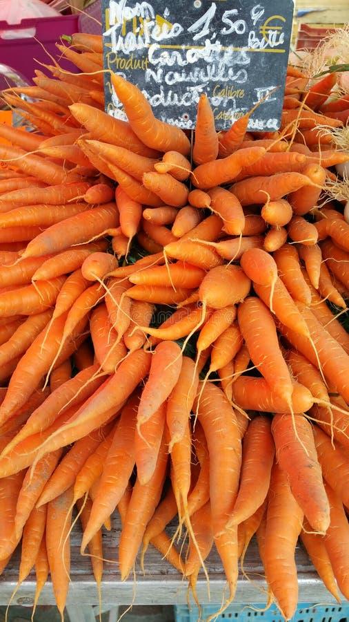 Karotten für Verkauf in Frankreich stockbilder