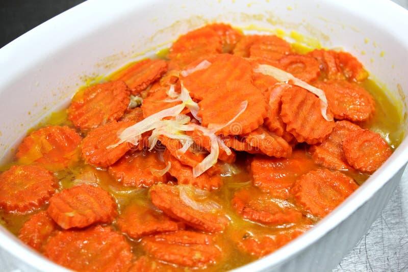 Karotten mit Butter lizenzfreies stockbild
