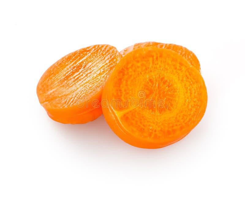 Karottenscheiben lokalisiert auf Weiß stockfotografie