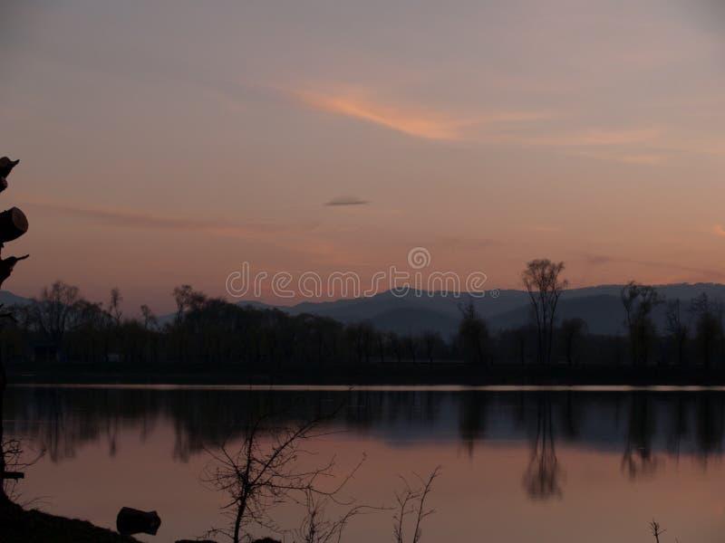 Karpaten und Sonnenuntergang stockbild