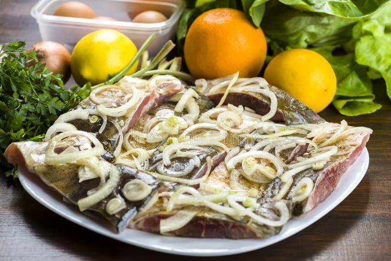 Download Karpfen Mariniert In Den Zwiebeln Stockbild - Bild von feinschmecker, kochen: 106800043