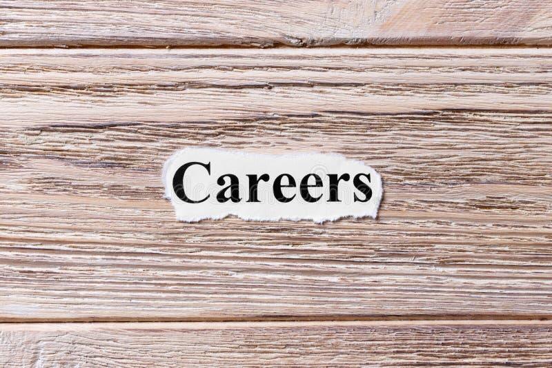 Karrieren des Wortes auf Papier Konzept Wörter von Karrieren auf einem hölzernen Hintergrund stockfotografie