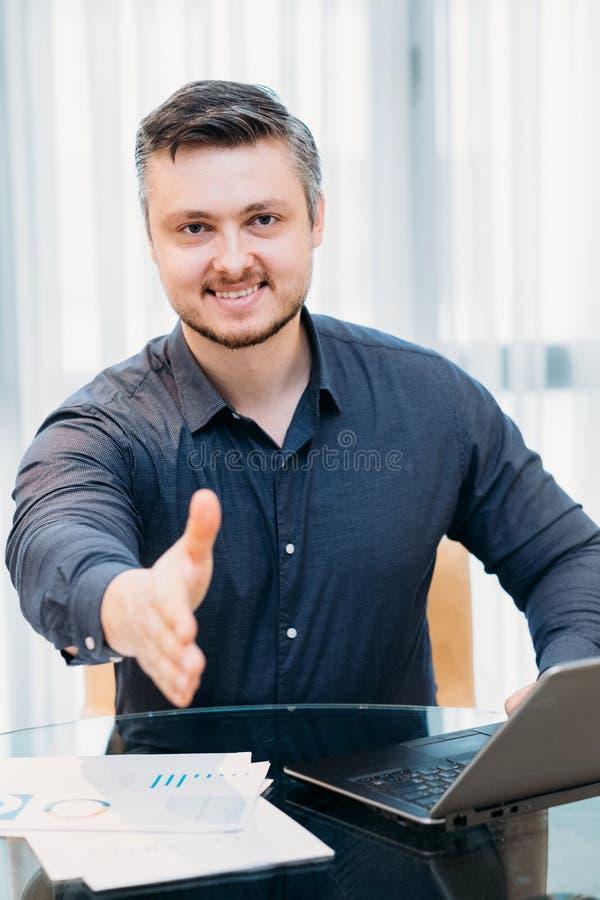 KARRIEREwerbeoffizierstunden-Handbegrüßen des Jobs Einstellungs lizenzfreie stockbilder
