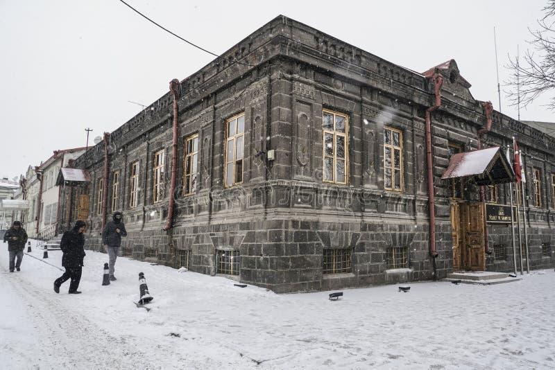 Kars stad av Turkiet under snö under vinter arkivfoton